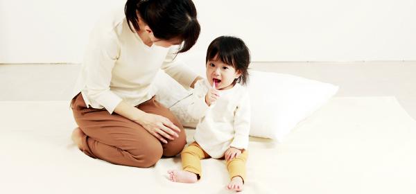 小さな子どもの歯みがきは、親がそばで見守って!