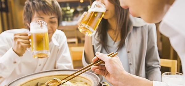「飲み会」前にぜひ読んで!タバコ臭や食べ物臭がついた服のニオイ対策