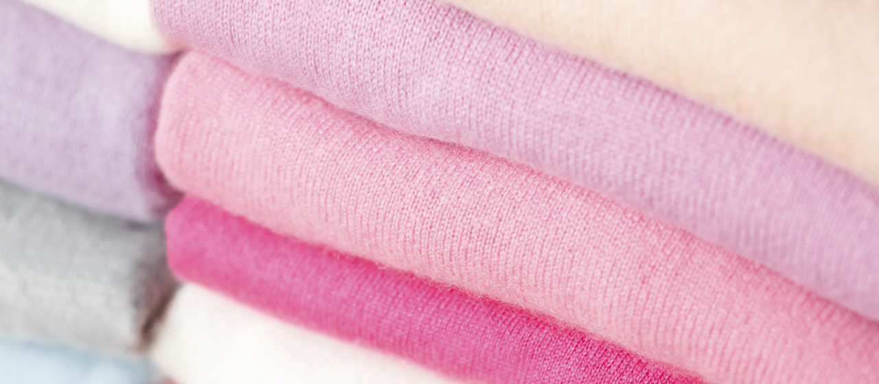 仕上がりに差の出る「ニット・セーターの干し方」のコツ