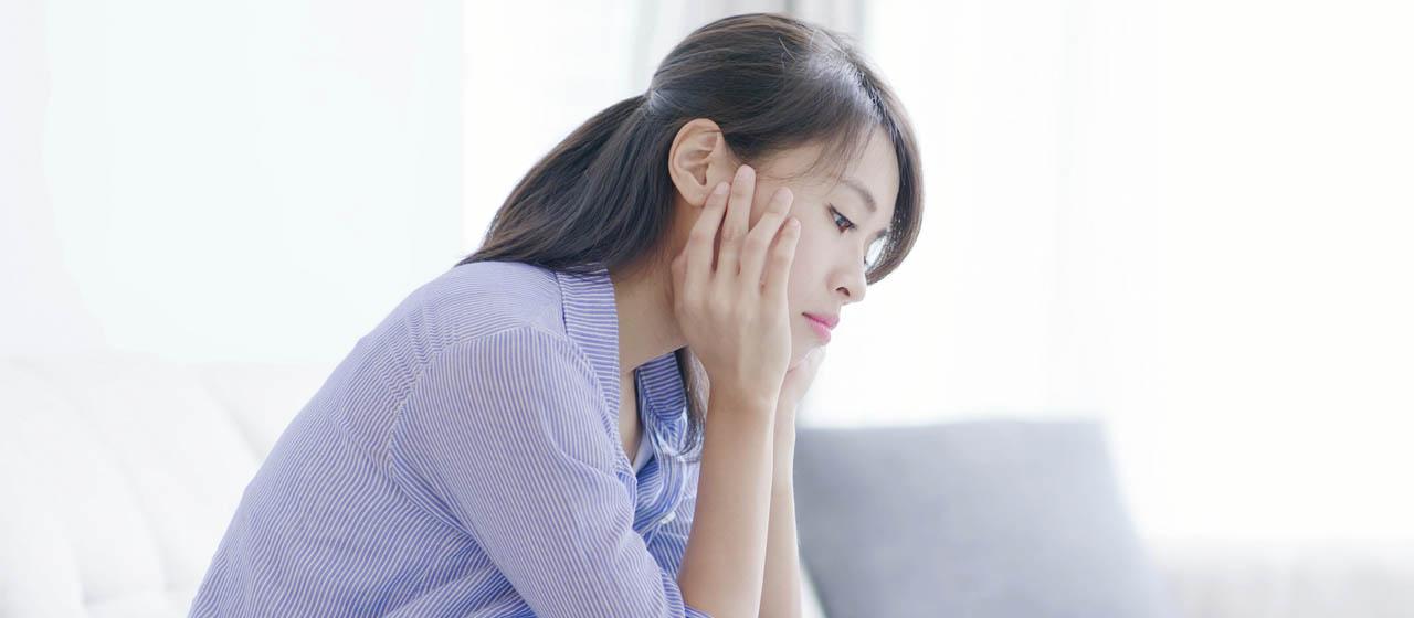 つらいPMS(月経前症候群)。みんなの症状は?おすすめの対処法もご紹介