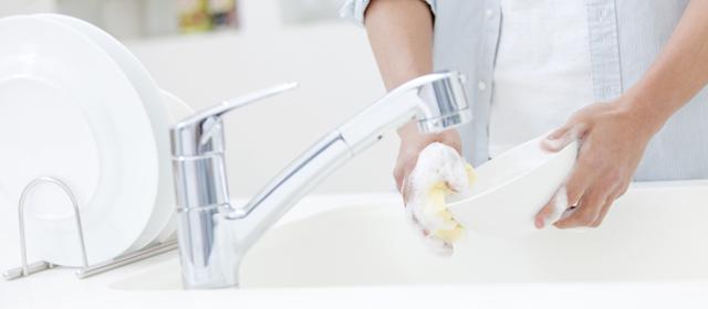 実はトイレよりも汚い!?キッチンのスポンジ、まな板の除菌方法