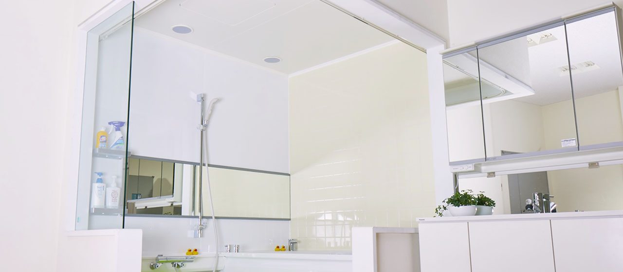 天井にカビの原因が!「防カビくん煙剤」でお風呂の黒カビを防ぐ方法