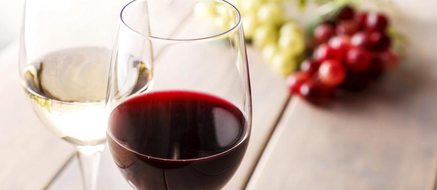 赤ワインのシミは「白ワイン」で落とせる!?
