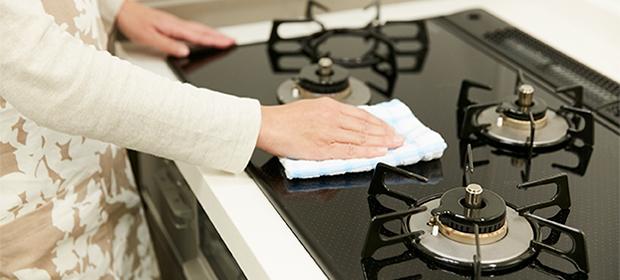 ガスコンロ掃除を効率的に!頑固な油汚れやこげつきを徹底除去