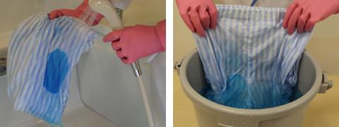 シャワーやバケツの中で予洗いする