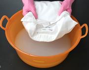 濃い目の洗剤液と液体酸素系漂白剤で「つけおき洗い」
