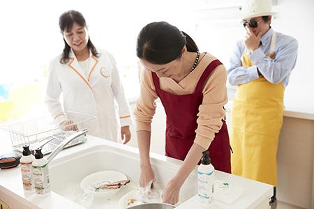 吉田ママのカレー皿洗い
